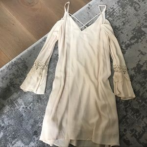 NWOT Bell Sleeve Lace Dress White ASTR the Label